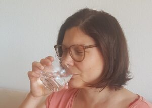 Read more about the article INCREASE your ENERGY by sipping water